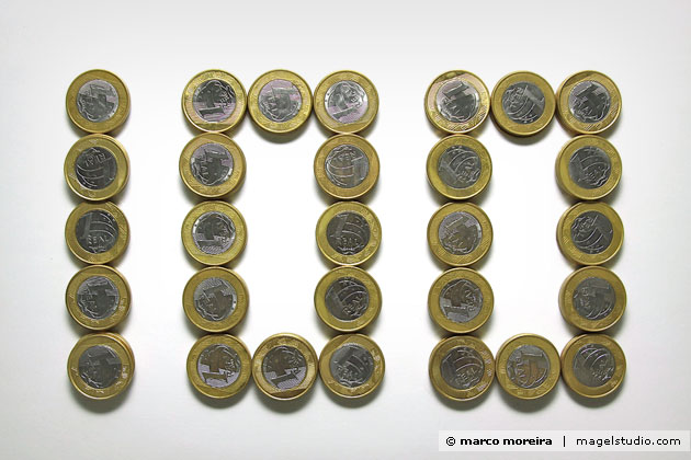 Foto feita com 100 moedas de um real